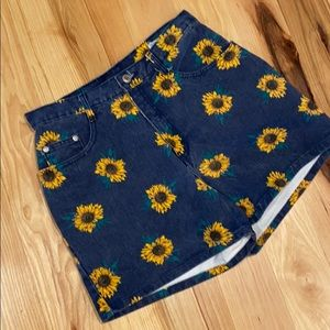 90s Vintage sunflower denim shorts